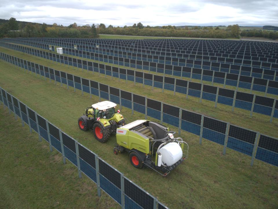Der Solarzaun ist ein Gewinn Photovoltaikanlage, Schattenspender und Zaun in einem