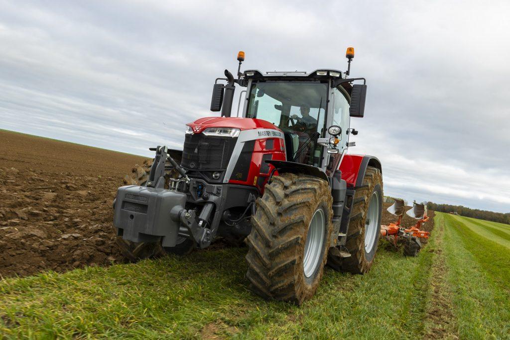"""Massey Ferguson präsentiert neue intelligente Maschinen beim Online-Event """"Born to Farm"""""""